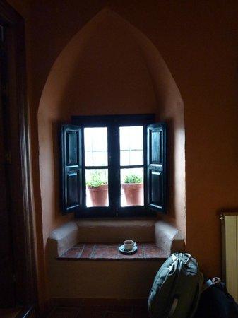 Hotel San Gabriel: window