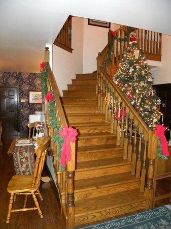 Anchorage Inn Bed and Breakfast: Pretty decorations for holidays