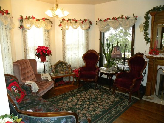 Anchorage Inn Bed and Breakfast: Sitting area downstairs