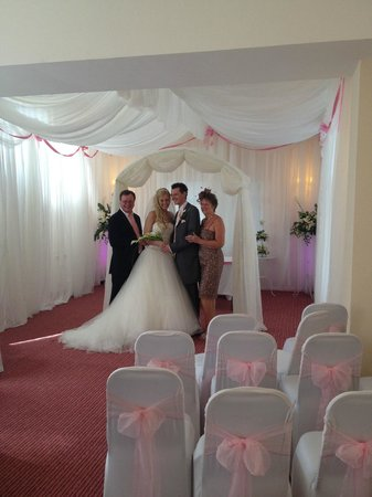 Mansfield Manor Hotel: Our Civil Ceremony Room is beautiful for your wedding...!!!