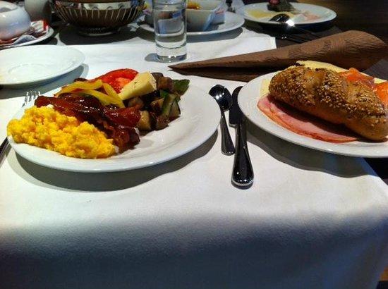 Austria Trend Hotel Park Royal Palace Vienna : breakfast