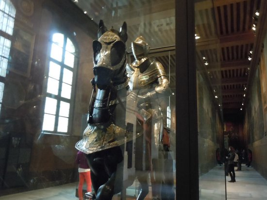 Army Museum: HUGE horse armor