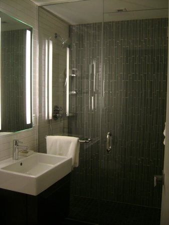 The Tuscany - A St Giles Signature Hotel: Bathroom