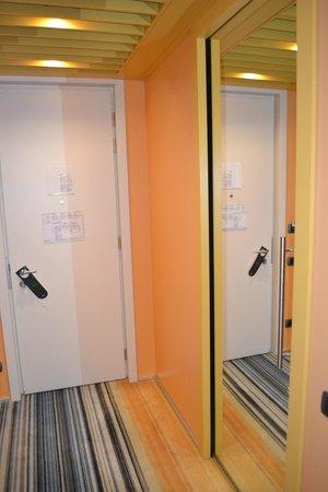UNA Hotel Bologna: Espelhos grandes