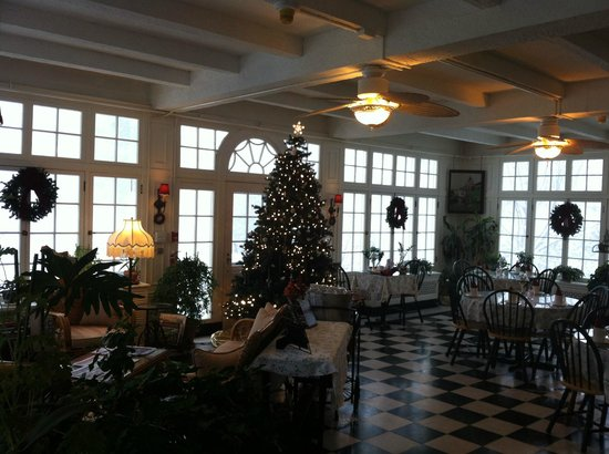 The Willard Street Inn: The dining area. Very sweet