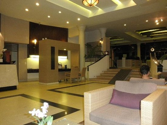 Deevana Patong Resort & Spa: lobby