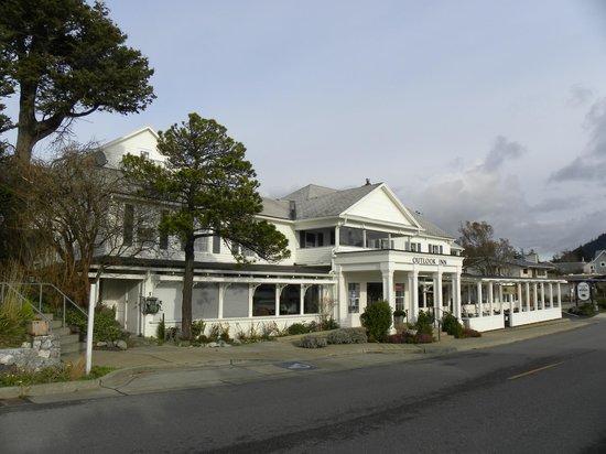 Outlook Inn on Orcas Island: Hotel front
