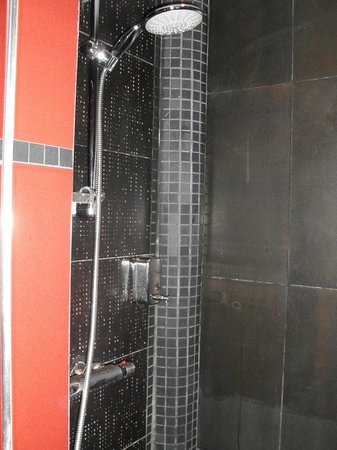 Riad Kantarell : La doccia.. enorme
