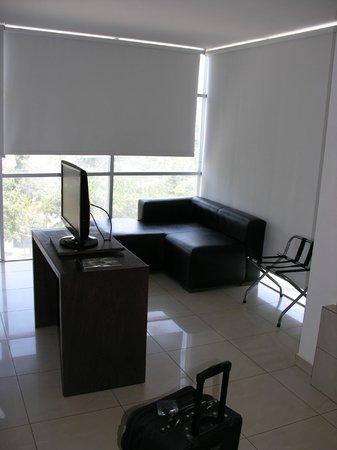 Hotel LP Santa Cruz Centro : Suite TV