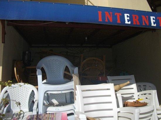 Bartu Apart Hotel : Er.. Internet access advertised!!