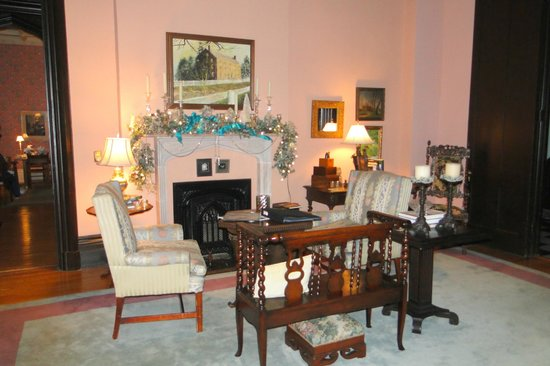 Inn at Woodhaven: drawing room