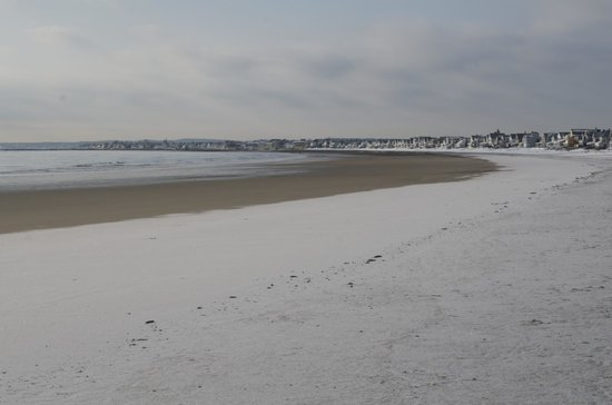 Wells Beach: Snow down to the high tide mark