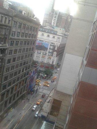 Hotel Metro: vue de la chambre (6th Avenue)