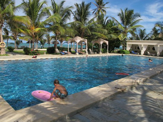 Baraza Resort & Spa: pool,beach and sea beyond