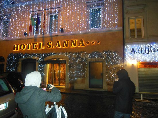 Hotel Sant Anna Roma : Christmas Lights on the Hotel S'Anna