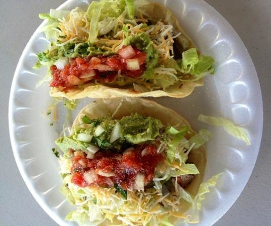 La Ray's Tacos Plus: 2 tacos with homemade salsa
