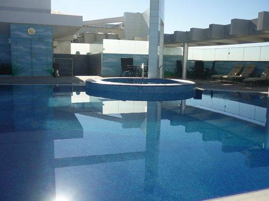 Ramada Chelsea Al Barsha: Roof Pool
