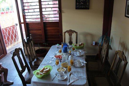 Casa Particular Ridel y Claribel: Breakfast time