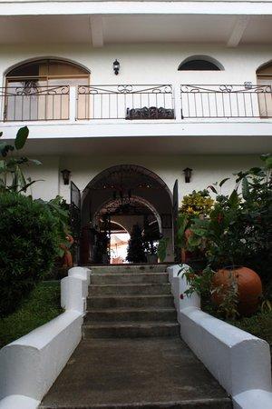 La Mariposa Hotel: Front entrance of La Mariposa