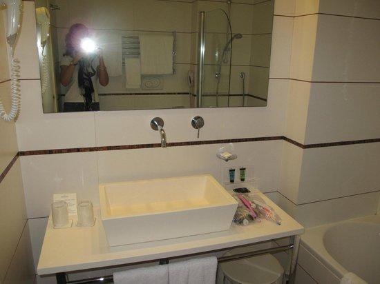 Hotel Londra: Bath