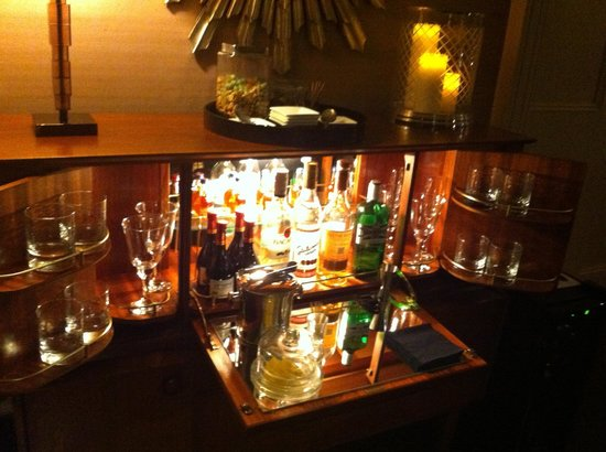 Thirty Two Boutique Hotel: Honesty Bar in the Guest Sitting Room
