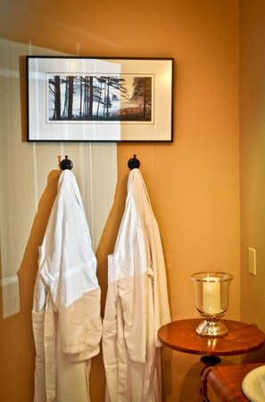 The Inn on Campbell: Relax in our luxurious robes.