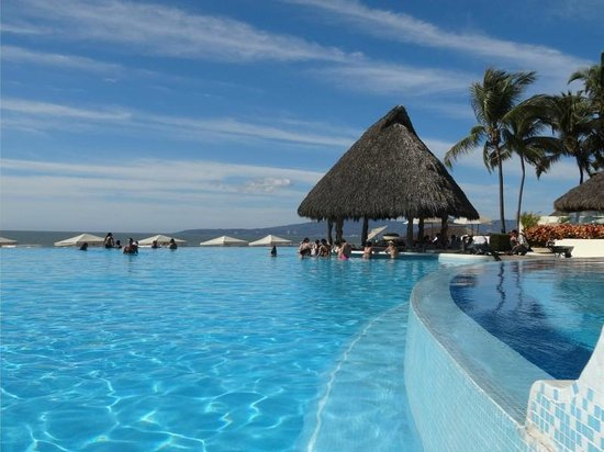 Grand Velas Riviera Nayarit: Pool & swim-up bar
