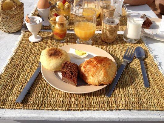 رياض ليز أورانجير داليليا: Petit déjeuner 