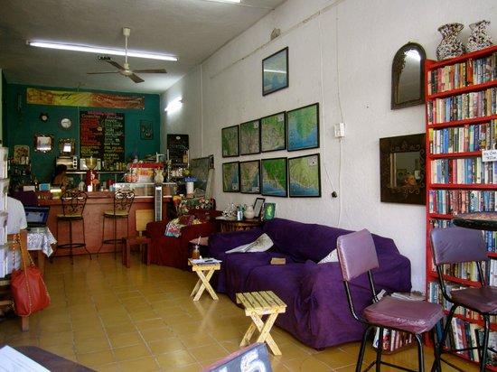 El Sofa Cafe: El Lugar lleno de sillones