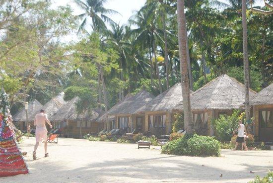 Thapwarin Resort: view from beach