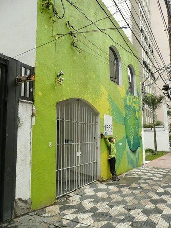 LimeTime Hostels: Frente del hostel