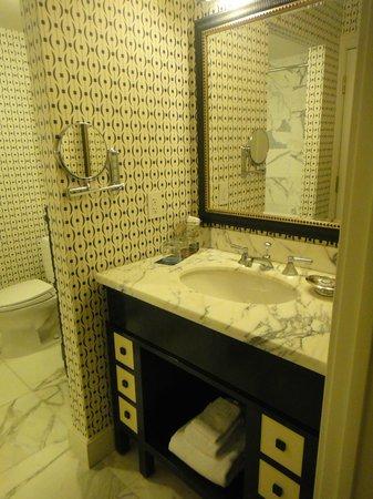 The Alexandrian, Autograph Collection: Bathroom