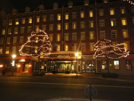 The Alexandrian, Autograph Collection: The hotel at Christmas