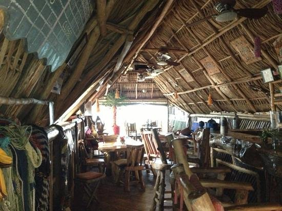 Tranquilseas Eco Lodge and Dive Center: the bar area