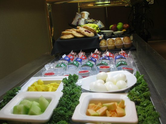 BEST WESTERN PLUS Madison-Huntsville Hotel: Cold Breakfast Buffet