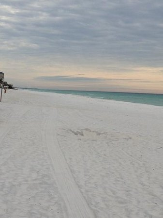 Wyndham Vacation Resorts Majestic Sun: white sandy beach.