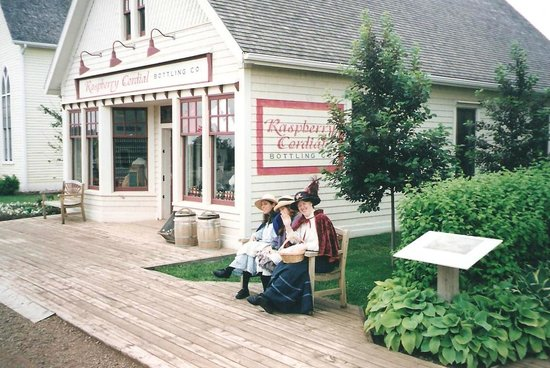 Avonlea Village: Raspberry Cordial