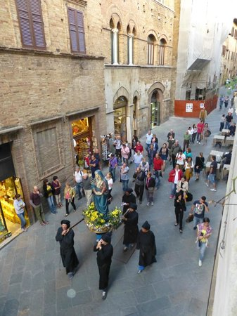 Hotel L'Antico Pozzo: PROCESSION PASSING BY FROM ROOM WINDOW