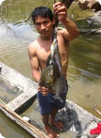 Abundancia Amazon Eco Lodge: fisherman at the lodge