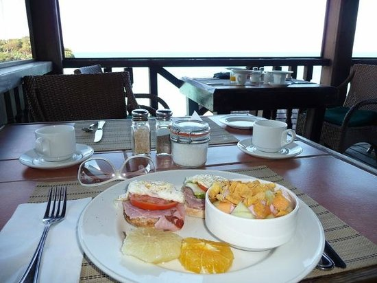 Cocobay Resort: Breakfast