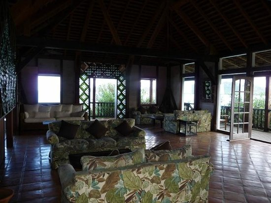 Cocobay Resort: Lounging area.