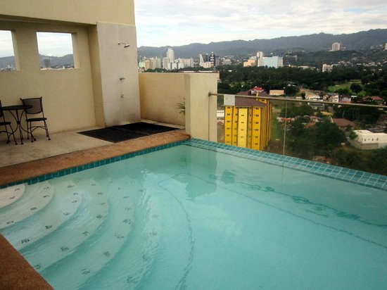 Cityscape Hotel : pool at the 17th fl