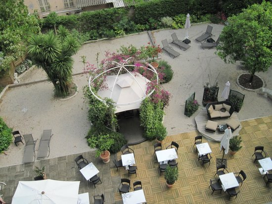 Hotel Villa Victoria: The courtyard.