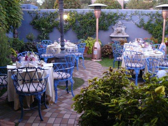 The Heartline Cafe: Outdoor Patio In West Sedona