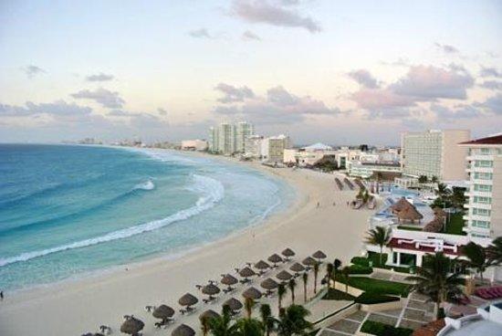 Krystal Grand Punta Cancun: Vista desde la habitación
