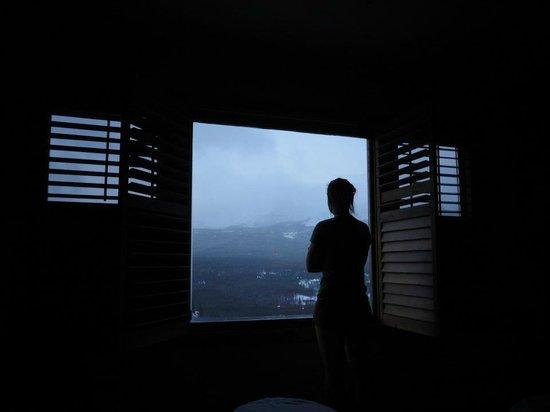 ذا لودج آت بريكين ريدج: Looking out the Window of Mountain View Room 
