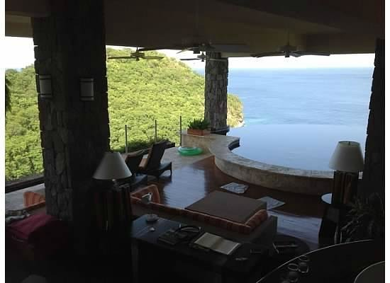 Jade Mountain Resort: View from bathtub