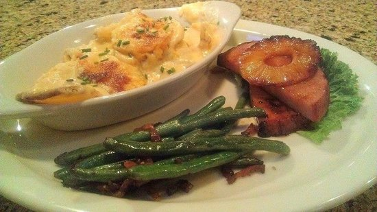 The Creek Grill: Honey Ham, Pea Pods, and Baked Mac n Cheese