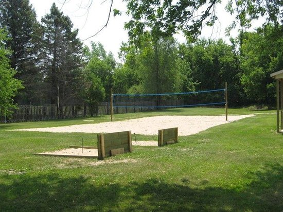 The Creek Grill: Our volleyball court and horseshoe pits!