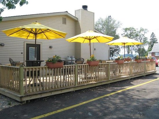 The Creek Grill: Our outdoor seating!